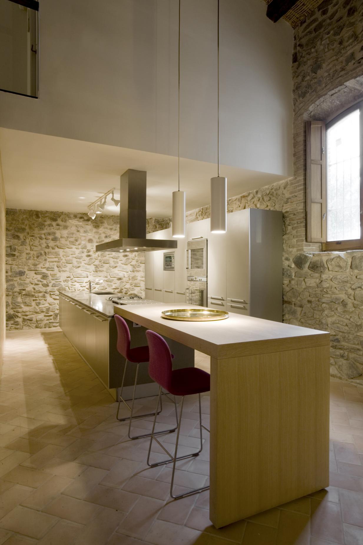 Vivienda y bodega en el priorato vilablanch estudio de for Cocinas casas rurales