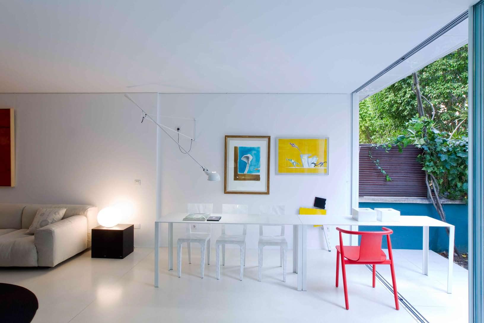 Casa con notas de color vilablanch estudio de for Curso de interiorismo barcelona