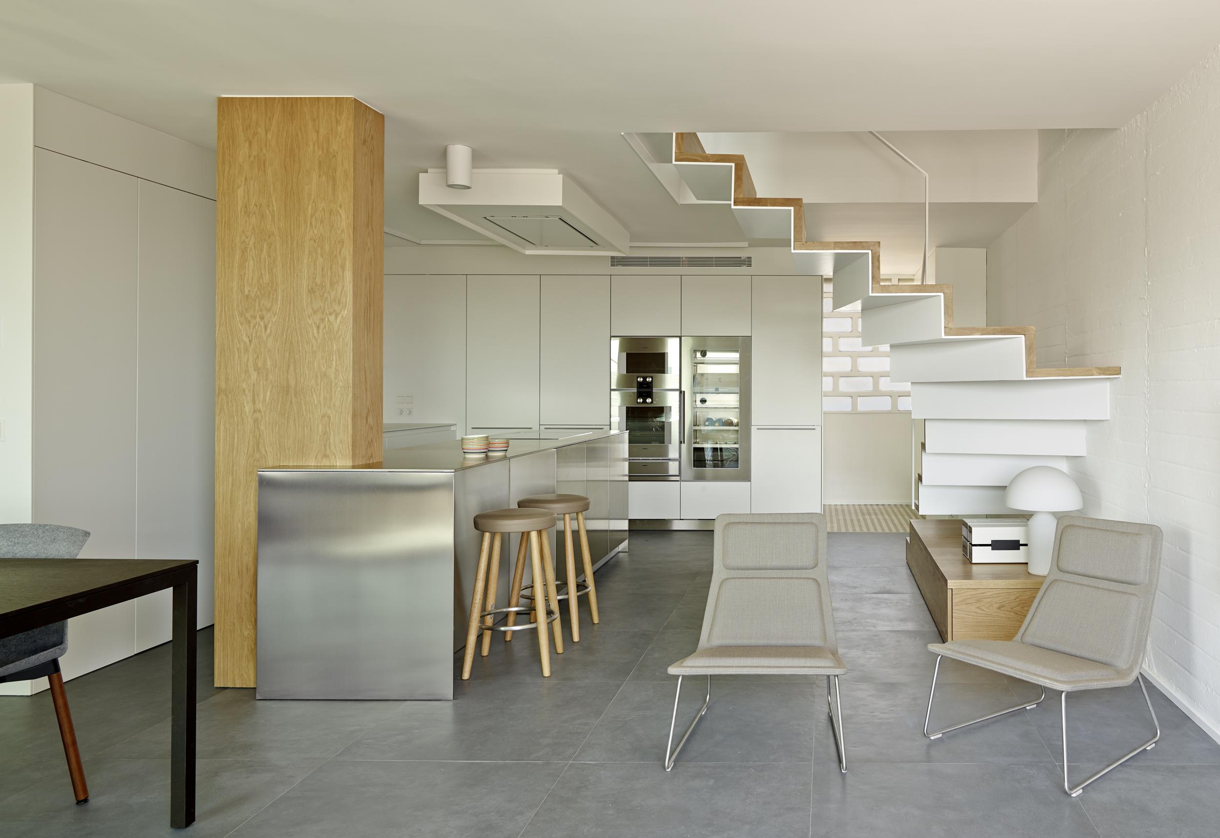 D plex abierto y funcional en gracia vilablanch estudio - Duplex de diseno ...