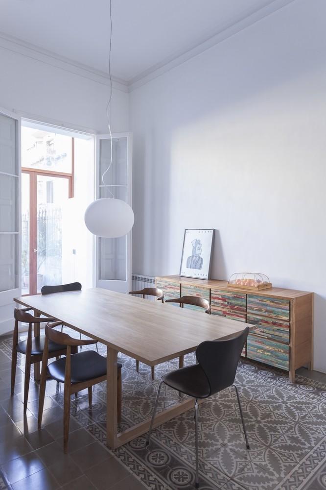 Reforma de un luminoso piso en el eixample vilablanch for Oficinas don piso barcelona