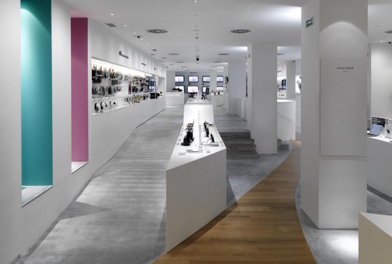 Proyecto de ineriorismo comercial en tienda Sony Style, Madrid