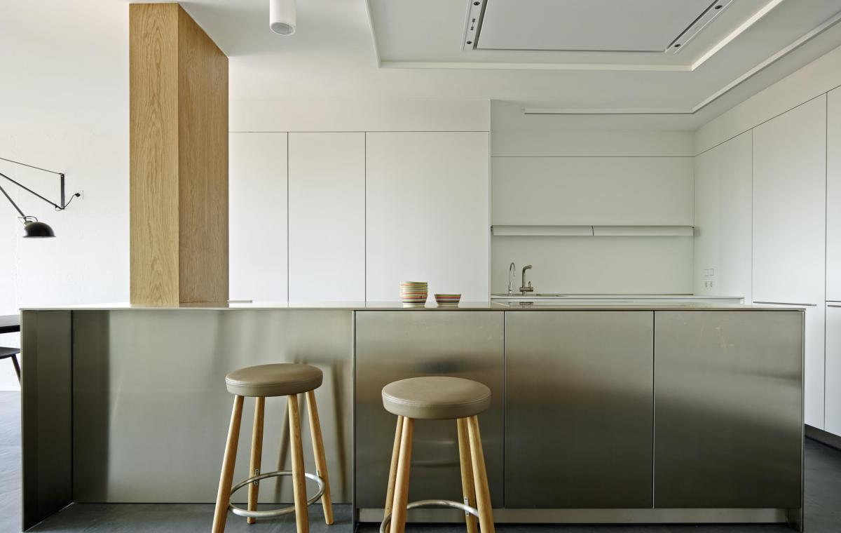 Projecte d'interiorisme vivenda duplex, disseny funcional i diàfan al barri de Gràcia, Barcelona